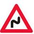 Færdseltavle advarer flere farlige sving, første til højre