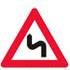 Færdseltavler advarer flerer farlig sving, første til venstre